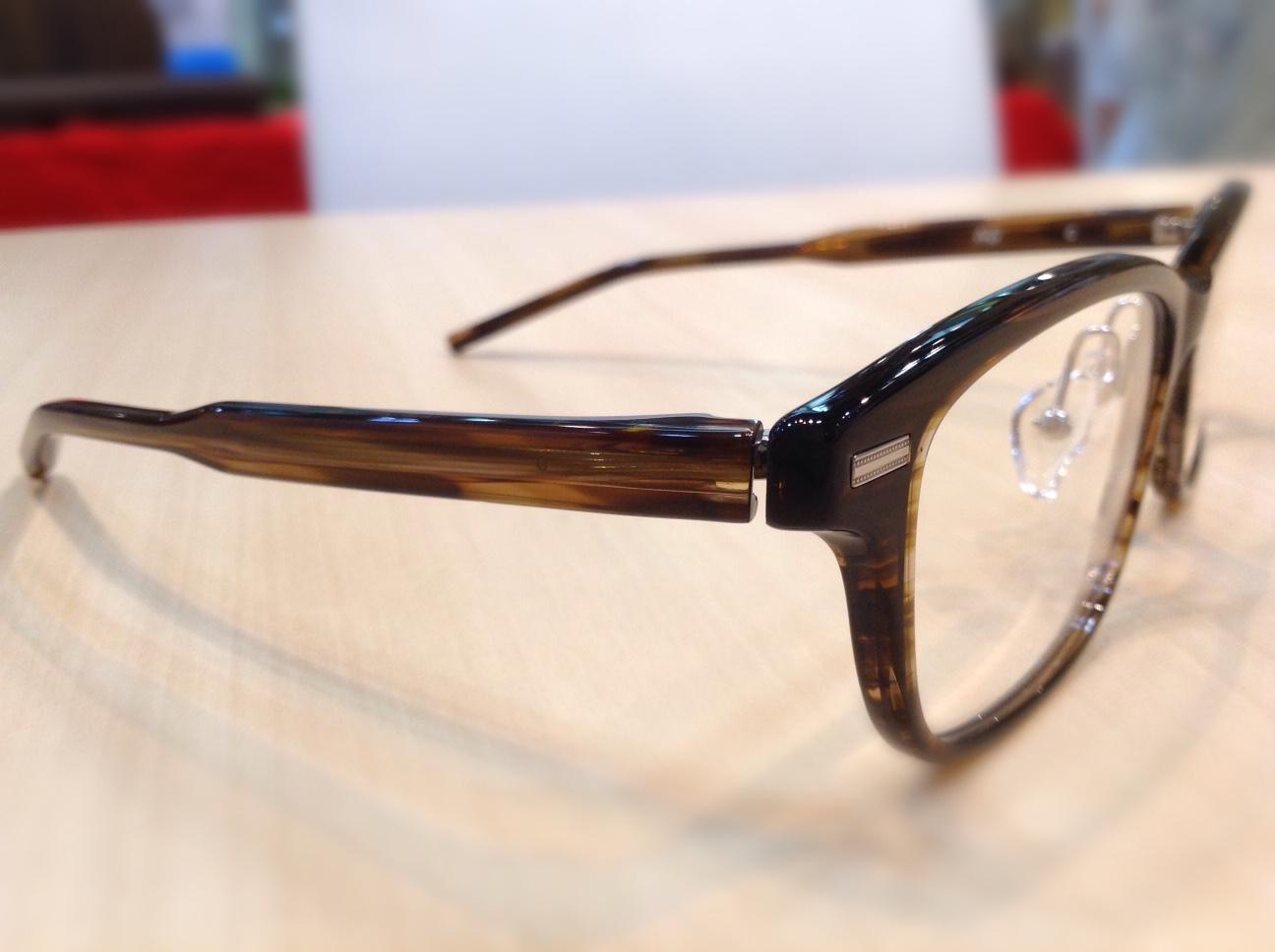 フォーナインズ 品番:AP-23 カラー:690(ダークブラウンササ) レンズサイズ:54ミリ