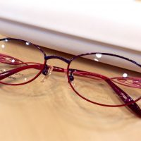 ビビッドムーン 品番:VMA-12104 カラー:250(パープル/レッド) レンズサイズ:51ミリ