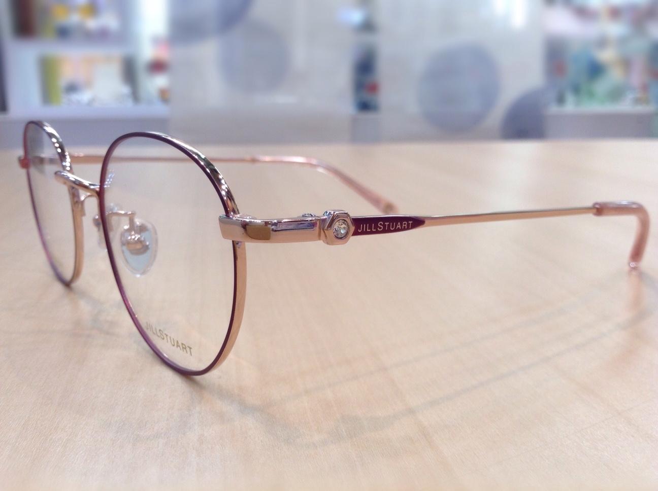 ジルスチュアート 品番:05-3003 カラー:03 レンズサイズ:48ミリ