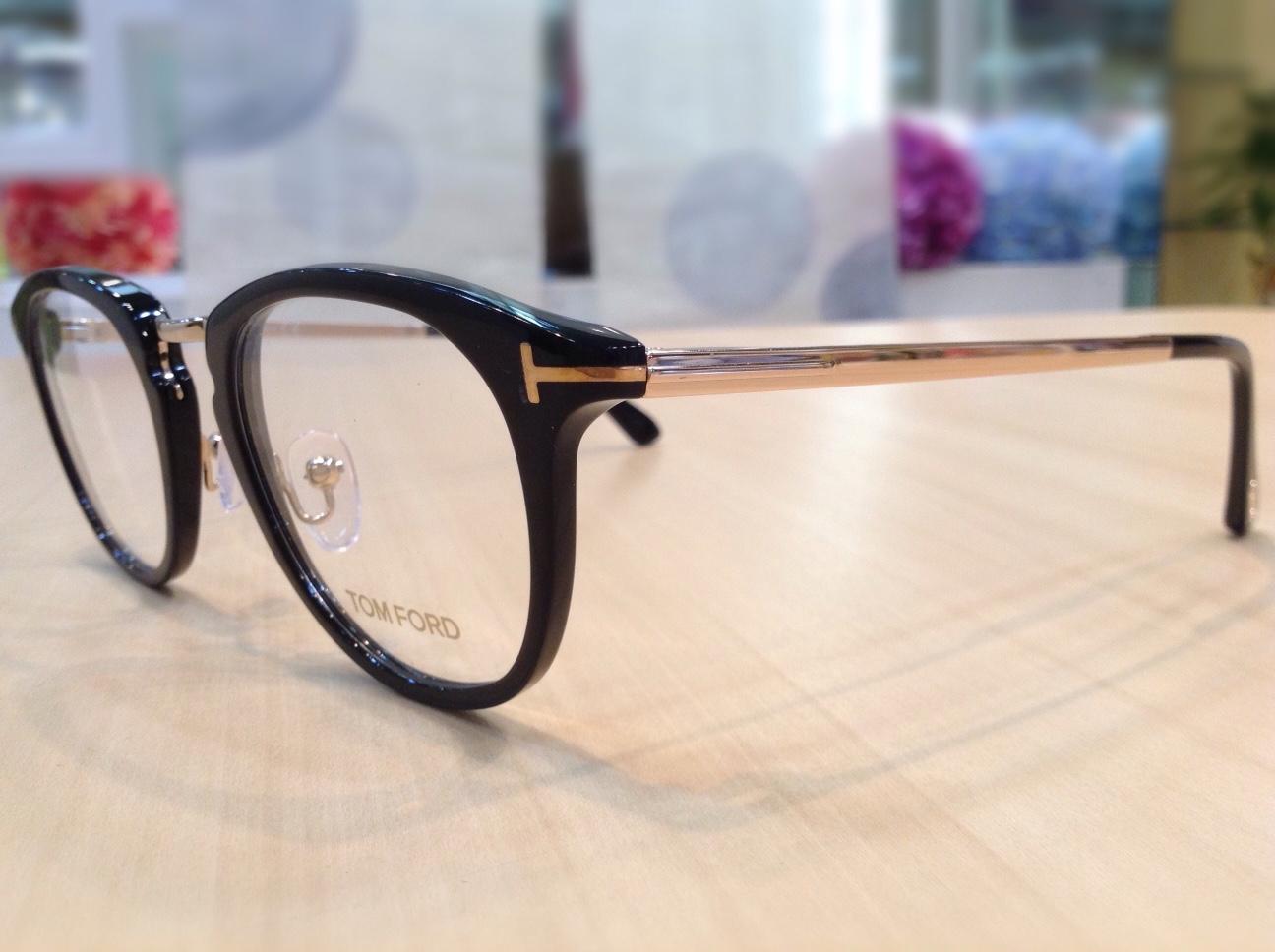 トムフォード 品番:TF-5466 カラー:001 レンズサイズ: 49ミリ