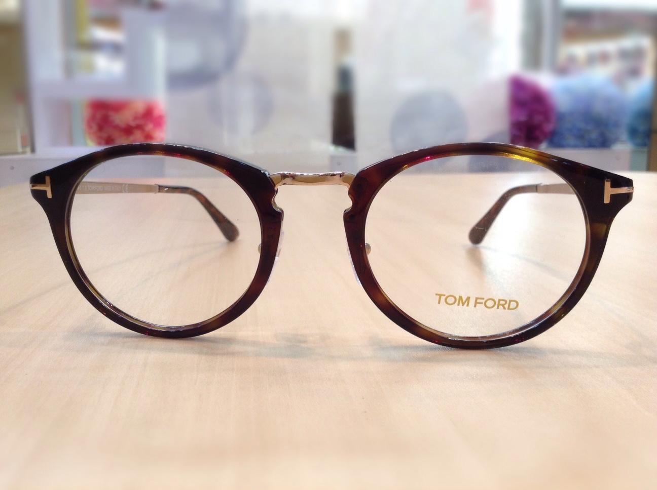 トムフォード 品番:TF-5467 カラー:052 レンズサイズ:50ミリ