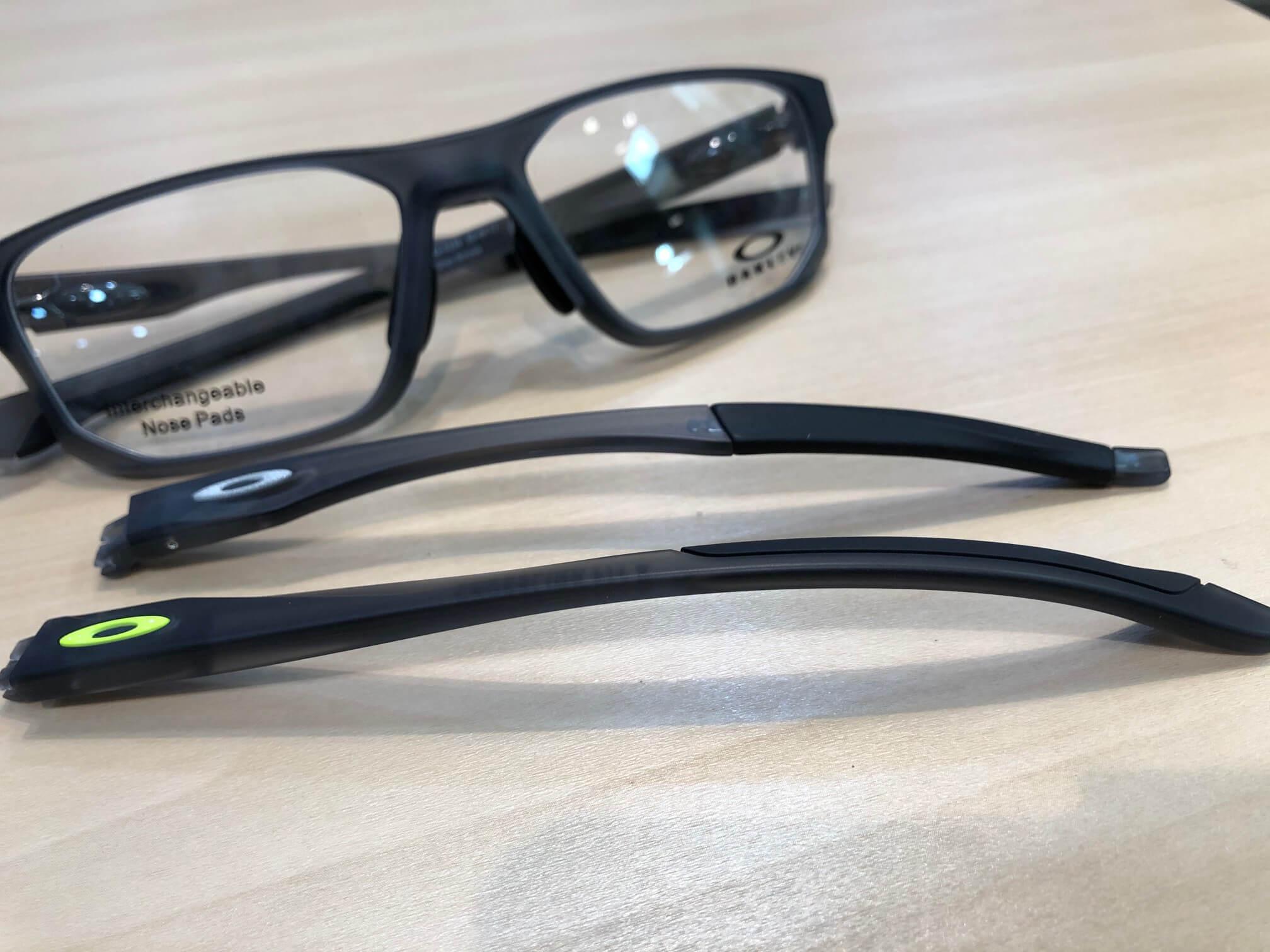 オークリークロスリンクフィットA 品番:OX8142 カラー:サティングレースモーク レンズサイズ:56ミリ