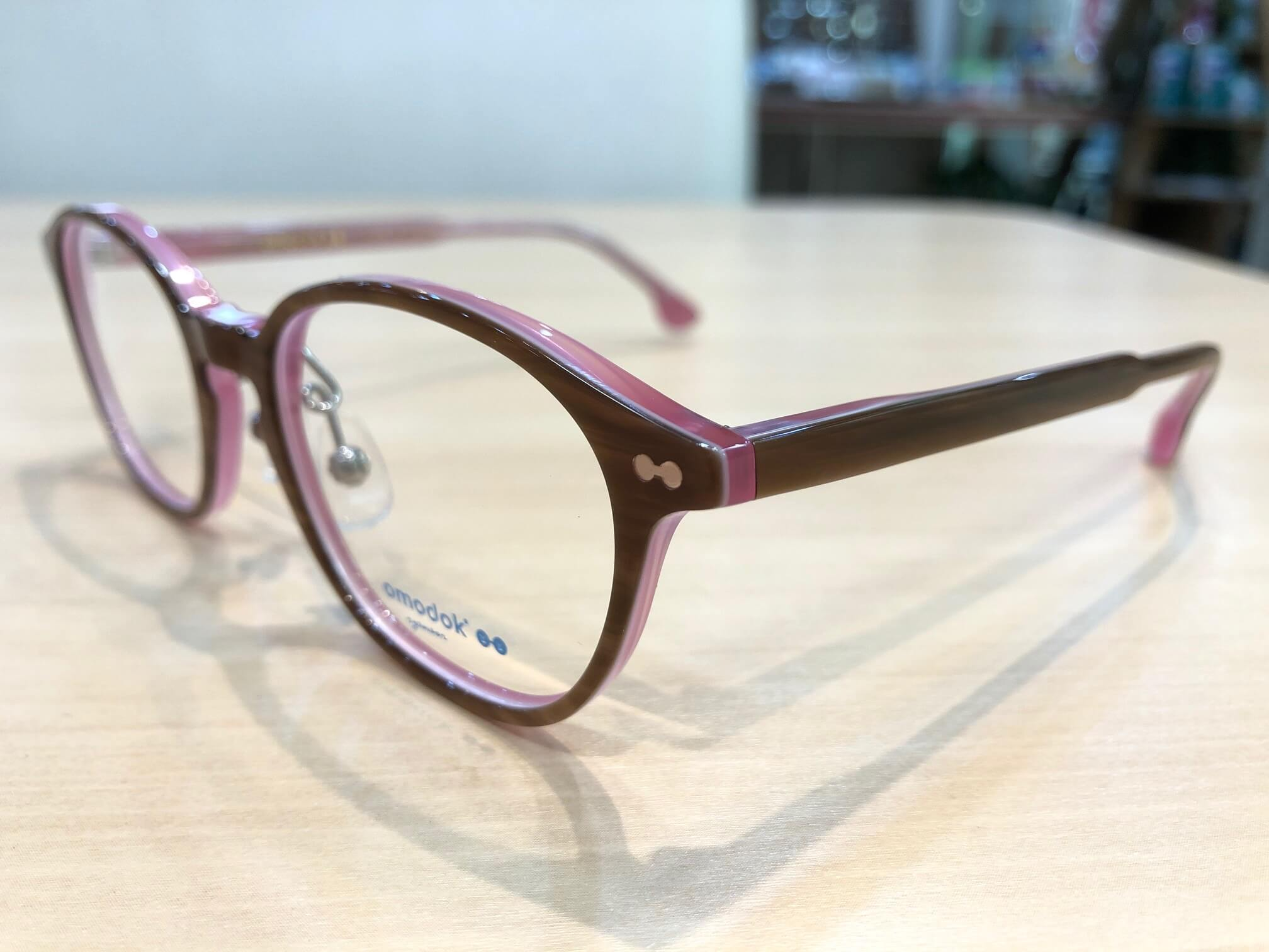 オモドック 品番:105 カラー:BPK レンズサイズ:47ミリ